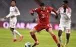 De virada, o Bayern de Munique goleou o Mainz, que está na zona de rebaixamento da Bundesliga, por 5 a 2, e saltou para a liderança da Bungesliga, chegando a 33 pontos, dois a mais do que o RB Leipzig, que no sábado venceu oStuttgart por 1 a 0, com gol deDaniel Olmo, e chegou a dormir na ponta da competição. O Bayern terminou o primeiro tempo perdendo por 2 a 0 e deslanchou no segundo, o Lewandowski, eleito o melhor do mundo, marcando os dois últimos gols, o segundo de pênalti