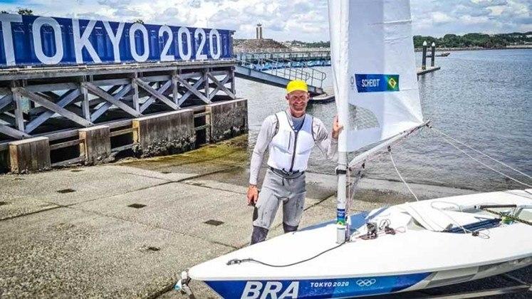 Robert Scheidt fica em 11º lugar na primeira corrida de vela, na categoria Laser.