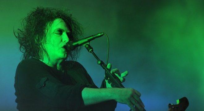 """Robert Smith afirma que o The Cure não é uma """"banda gótica""""; saiba mais"""