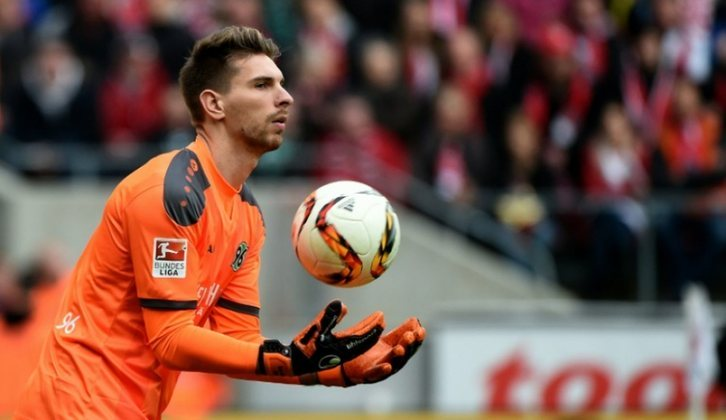 Robert Zieler (reserva): Goleiro de destaque quando atuava pelo Hannover 96, sentiu o avanço da idade e hoje pertence ao Colônia, porém não é mais chamado para a seleção nacional.
