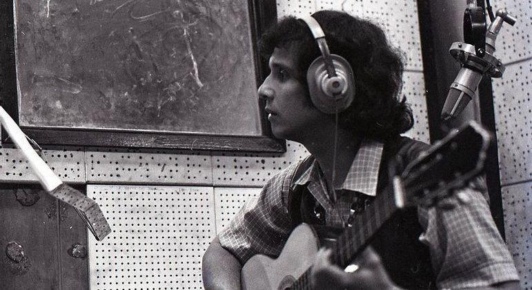 Roberto gravando em estúdio da CBS em 1969