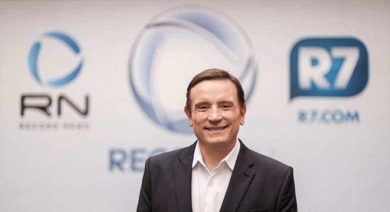 Roberto Cabrini assume o comando do Repórter Record Investigação
