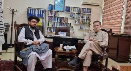 Roberto Cabrini e Anamulah Samangani, porta-voz do Talibã