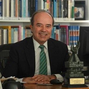 O advogado e jurista Roberto Caldas