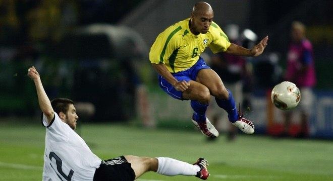 Roberto Carlos venceu a Copa pelo Brasil e a Liga dos Campeões pelo Real Madrid, em 2002