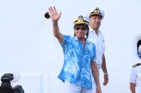 Roberto Carlos ficará em casa neste aniversário