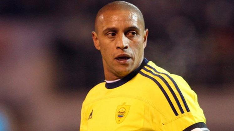 ROBERTO CARLOS - O lateral não teve a mesma reação e deixou o gramado durante um jogo do Campeonato Turco. Roberto Carlos defendia o Anzhi quando uma banana foi atirada em sua direção.