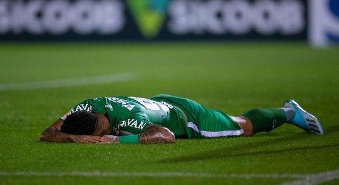Jogador da Chapecoense lamenta derrota para o Botafogo
