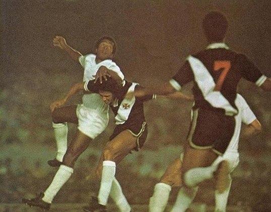 Roberto Dinamite esteve presente no primeiro título brasileiro do Vasco, quando a equipe superou o Cruzeiro em 1974.