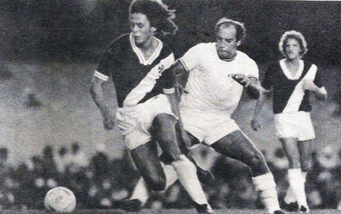 Roberto Dinamite ganhou o primeiro Campeonato Carioca em 1977, com 25 gols em 28 jogos, dos 69 gols do time