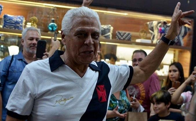 Roberto Dinamite - Maior goleador da história do Vasco, foi presidente do clube entre 2009 e 2014. Como jogador, Dinamite jogou pelo profissional do Cruz-maltino entre 1971 e 1993, com uma breve passagem pelo Barcelona, da Espanha, em 1980