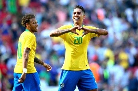 Firmino comemora segundo gol do Brasil