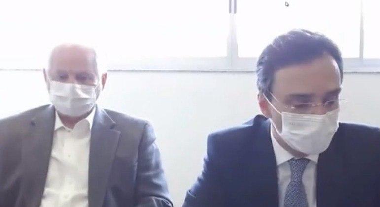 Acompanhado de seu advogado, Roberto José Carvalho ficou em silêncio na CPI