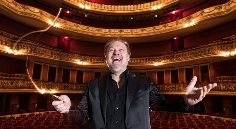 Roberto Minczuk regente da Orquestra Sinfônica Municipal