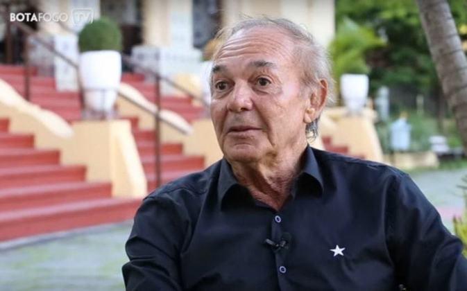 Roberto Miranda -Centroavante de Botafogo e também da Seleção Brasileira, Roberto, que foi reserva do time campeão de 70, está com 76 anos.