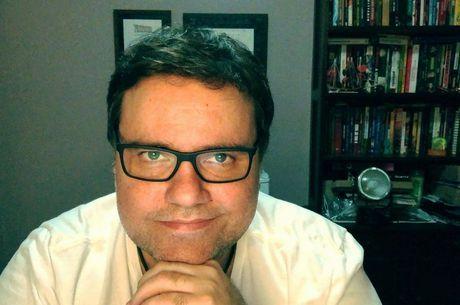 Rodrigo Rodrigues tem 45 anos