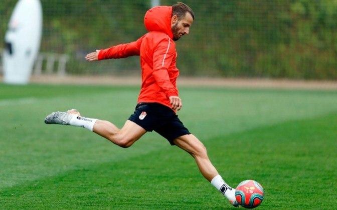 Roberto Soldado, espanhol de 35 anos, tem vínculo com o Granada até junho de 2021.
