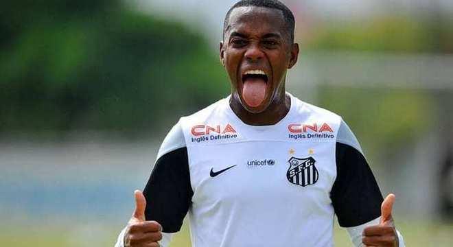 Robinho tenta reverter condenação por estupro. Mas jogará mais no Santos