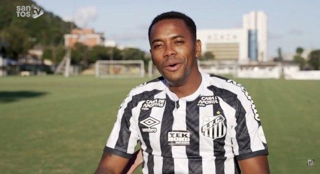 Robinho sorria, vestia a camisa. Falava como jogador do Santos. Tudo mudou