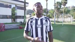 Robinho foi para o CT do Santos ontem mesmo. Gravar vídeo como jogador contratado
