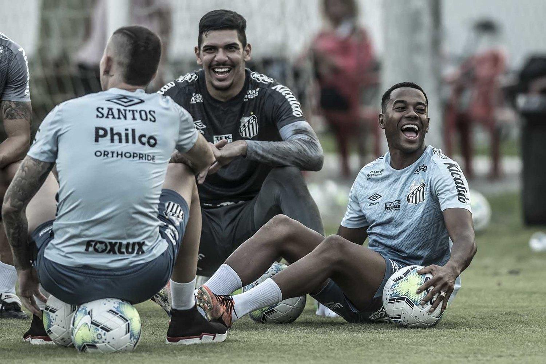 Patrocinadores seguem pressionando. Não aceitam Robinho no Santos