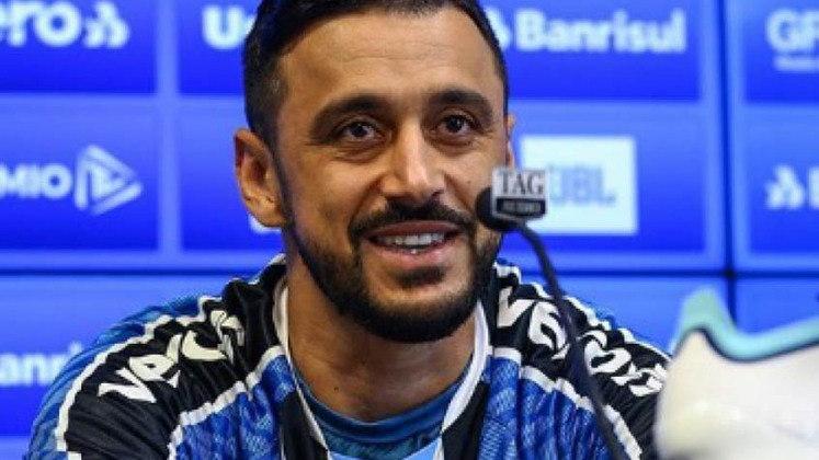 Robinho - 33 anos - Grêmio - Meia - O atleta não foi aproveitado por Renato Gaúcho e foi anunciado como reforço pelo Coritiba.