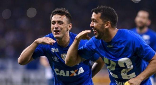 Robinho e Edílson. Contratos rescindidos. Cruzeiro não tem como pagar os jogadores