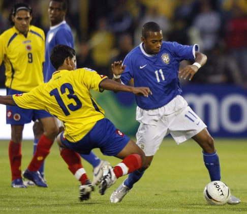 ROBINHO - O 'Rei das Pedaladas' estava no Santos quando foi convocado em 2004. Seu último clube na carreira foi o Basaksehir, da Turquia, Ele está livre no mercado, a procura de um novo time.