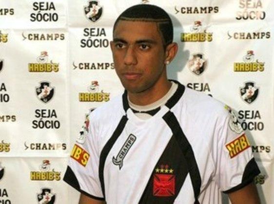 Robinho -Revelado no Volta Redonda, esteve no Vasco na década passada, em 2009 e em 2010, mas também em quatro partidas de 2013.