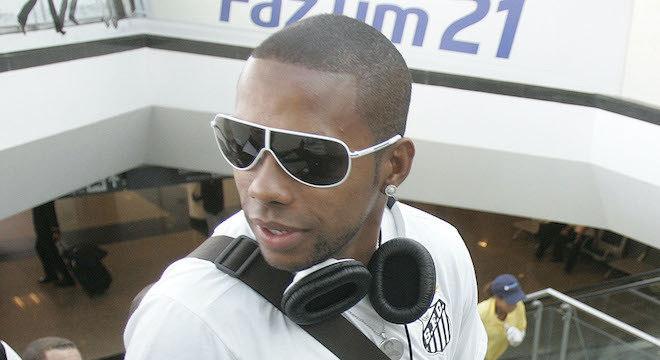 Defesa de Robinho volta a negar que atacante seja culpado por crime