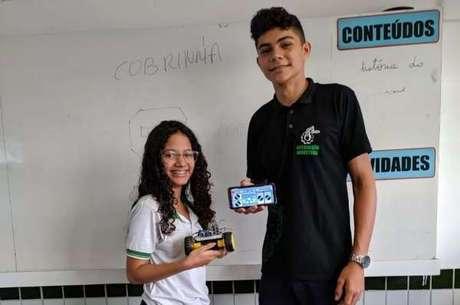 Os estudantes João Vitor de Lima Sousa e Ana Jully Teófilo de Sousa