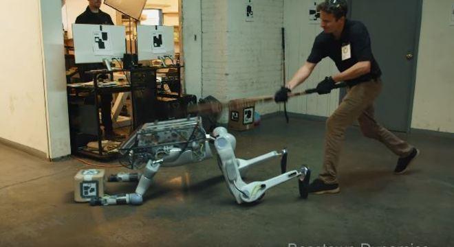 Vídeo no YouTube mostra provas violentas para testa robô