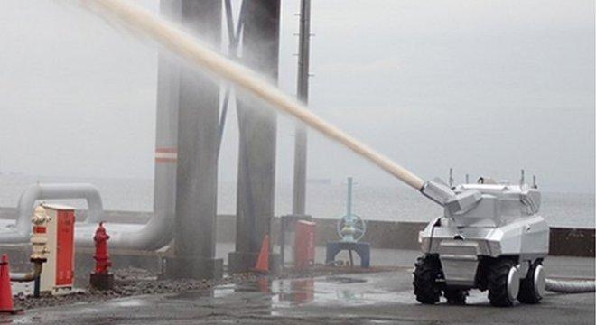 Os robôs bombeiros do Japão suportam calor extremo