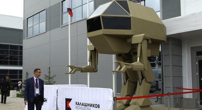 O robô Igoryok jamais foi visto fazendo qualquer coisa