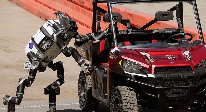 Russell diz que os seres humanos precisam recuperar o controle da inteligência artificial antes que seja tarde demais