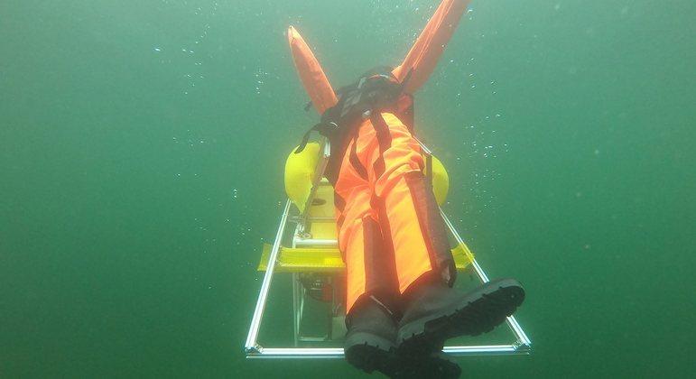 Em teste feito com robô salva-vidas, manequim foi resgatado em questão de segundos