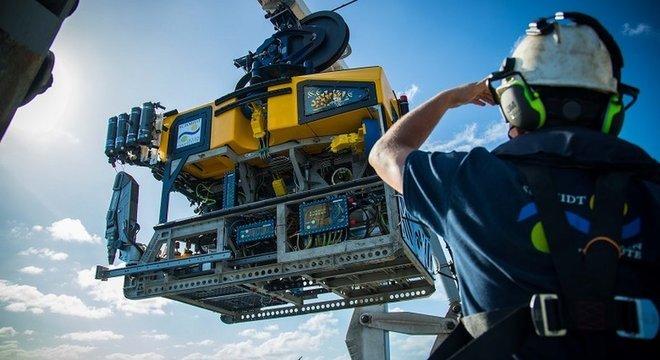 Cientistas usaram um robô para filmar o enorme recife encontrado na costa norte da Austrália
