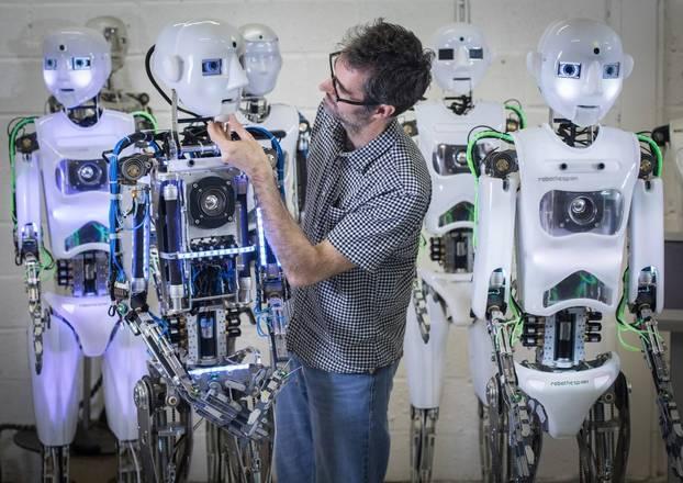Além da grande interação, os robôs humanoides também podem se mover naturalmente e sem fazer barulho
