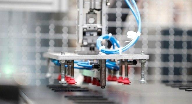 Fábricas da Hungria à República Tcheca e Polônia trocaram trabalhadores por máquinas