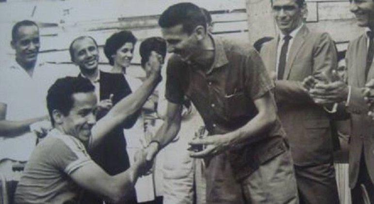 O pioneiro Robson de Almeida recebe cumprimentos