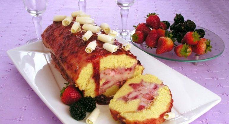 Rocambole de frutas vermelhas