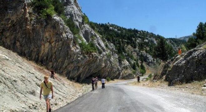 Essas rochas calcárias nos Montes Tauru, na Turquia, são restos visíveis da Grande Adria