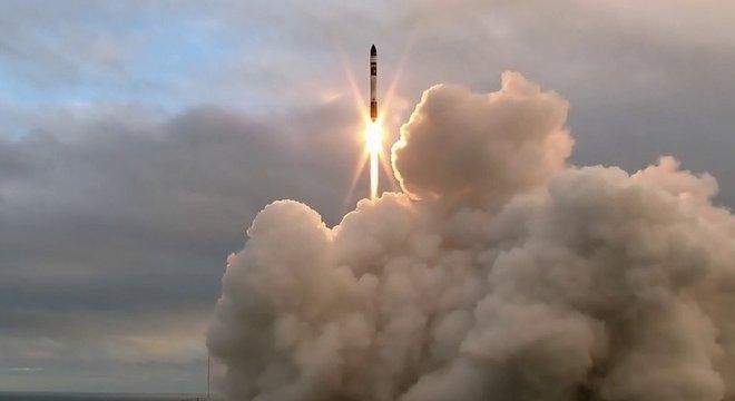 Há diversas formas de lançar os minisatélites Cubesat ao espaço, e nem todas são custosas