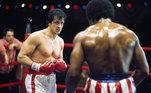 Sylvester Stallone não só protagonizou a grande franquia Rocky, como também escreveu a história do primeiro filme, lançado em 1976, em apenas 3 dias e meio. Apresentou o roteiro para a United Artists que viu potencial no personagem mas pensava em grandes nomes do cinema da época para retratá-lo. No entanto, Stallone insistiu emprotagoniza-lo.Rocky - Um Lutador foi filme de maior bilheteria daquele ano, e ganhou trêsOscars, incluindo o deMelhor Filme. A partir daí, o ator tornou-se uma grande estrela de cinema