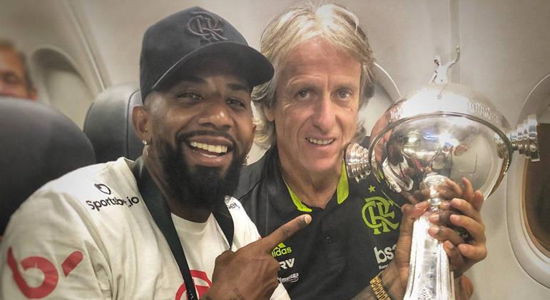 Rodinei e Jorge Jesus. Lateral foi campeão da Libertadores pelo Flamengo