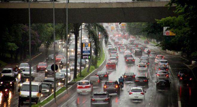 São Paulo volta à rotina após dia de caos