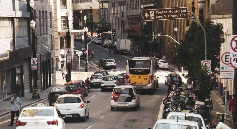 Movimentação de veículos em São Paulo durante fase emergencial da quarentena