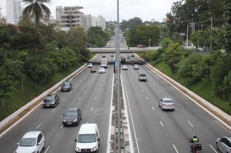 Novo rodízio quer reduzir circulação de carros em 50%