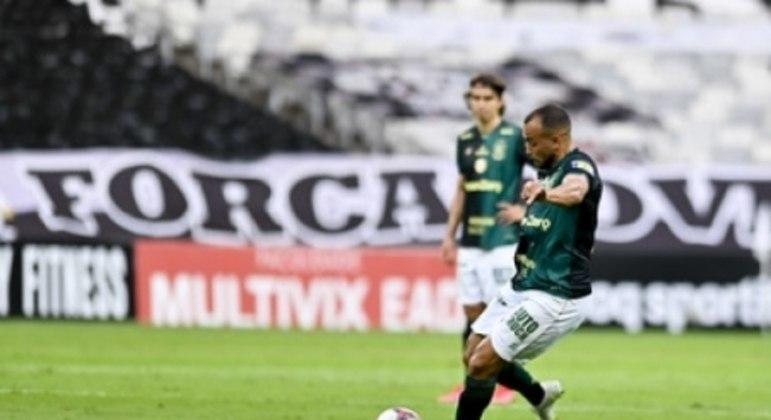 Rodolfo perdeu a penalidade marcada para o América-MG, que reclamou de um segundo lance no fim do jogo