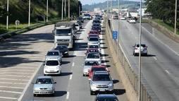 Cerca de 2 milhões de veículos devem deixar SP neste feriado prolongado ()